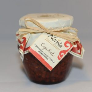 Capuliato di pomodoro secco tritato e peperoncino
